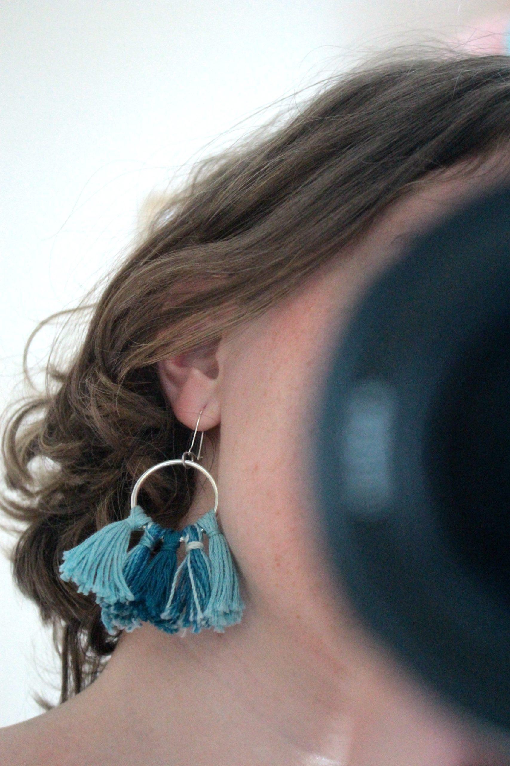 Boucles d'oreilles pompons bleu