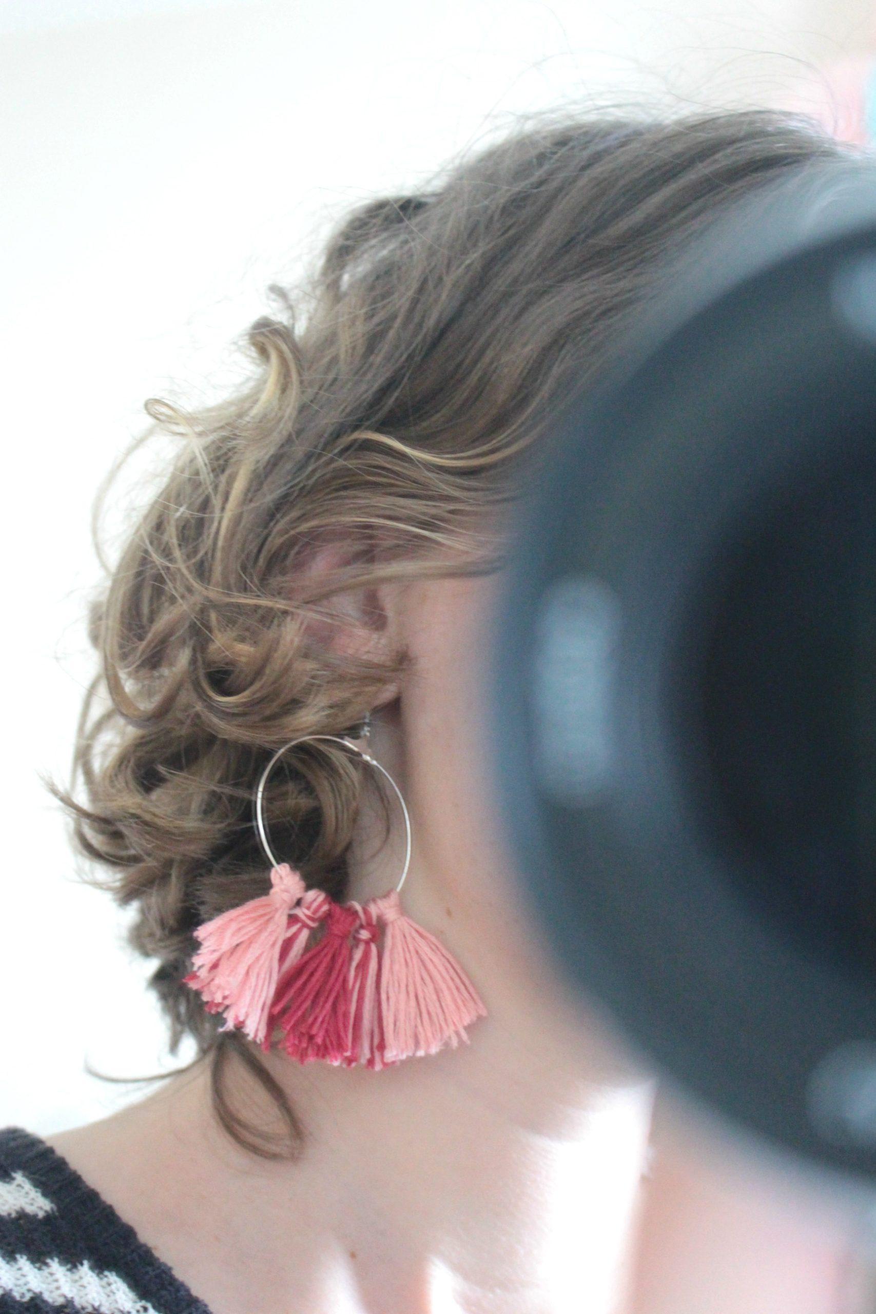 DIY Boucles d'oreilles pompons rose