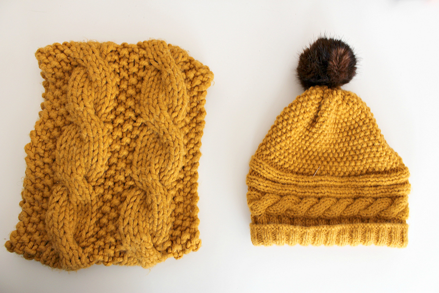 snood et bonnet au tricot
