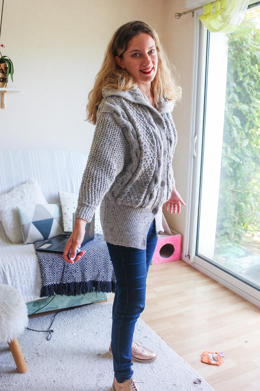 Gilet long gris chiné tricoté par mamzellessaye. Modèle de chez cheval blanc.