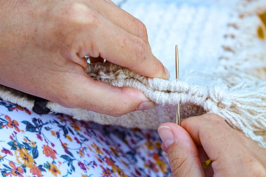 Couture à la main du tapis